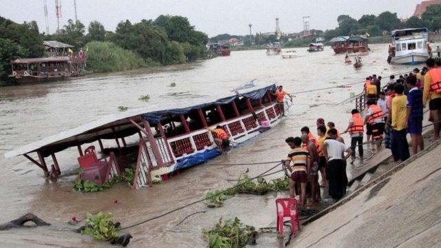 В Таїланді пасажирське судно врізалося в бетонний міст: щонайменше 13 загиблих