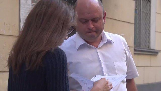 Луценко пообіцяв звільнити прокурора, який їздить на «бабусиному авто»