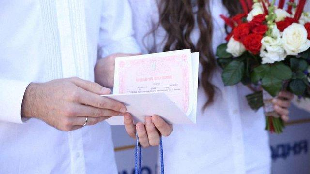 За місяць понад 100 пар скористалося сервісом «Шлюб за добу» у Львові