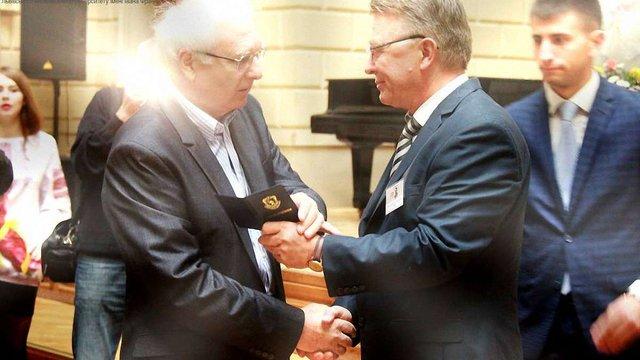 Першим лауреатом медалі ЛНУ став колишній ректор університету Іван Вакарчук