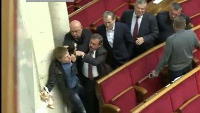 Нардеп Олексій Гончаренко побився з депутатами від «Опоблоку» через сухарі