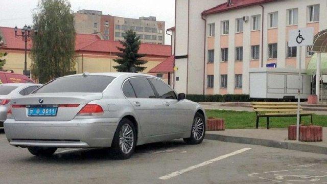 На Івано-Франківщині затримали BMW з підробленими поліцейськими номерами
