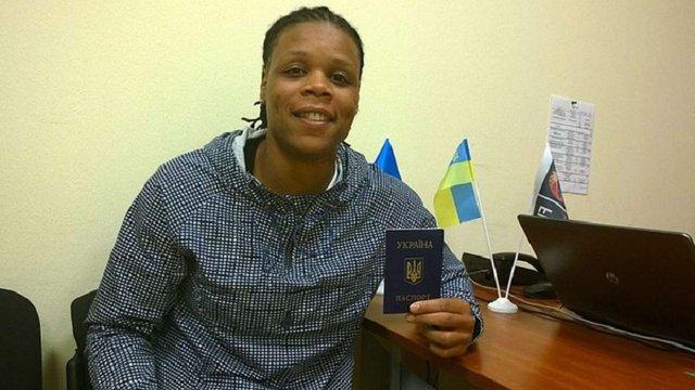 Американська баскетболістка отримала паспорт України