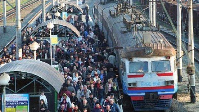 «Укрзалізниця» не скасовуватиме приміські поїзди