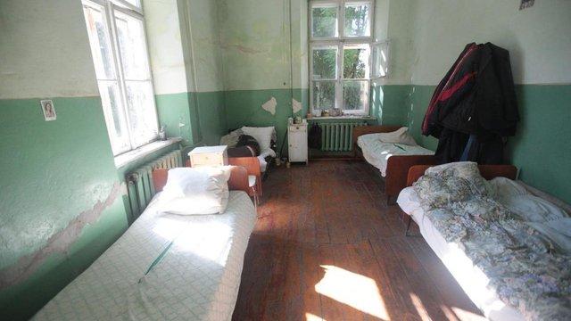 Уповноважені з прав людини знайшли грубі порушення у хоспісі і психіатричній лікарні Львівщини