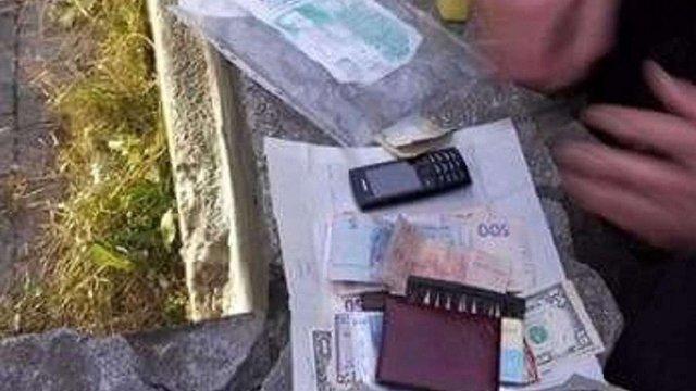 У Львові на хабарі $600 затримали начальника відділу міграційної служби