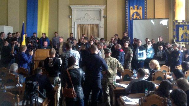 Учасники АТО заблокували сесію Львівської міськради