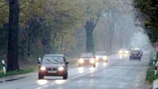 Поліція нагадує водіям, що з 1 жовтня поза містом потрібно вмикати фари