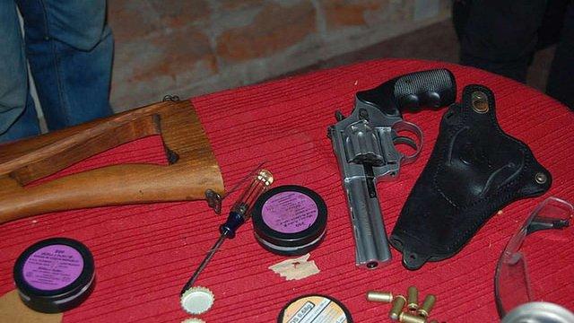У Ніжині СБУ ліквідувала підпільну зброярню, де виготовляли зброю на замовлення копачів бурштину