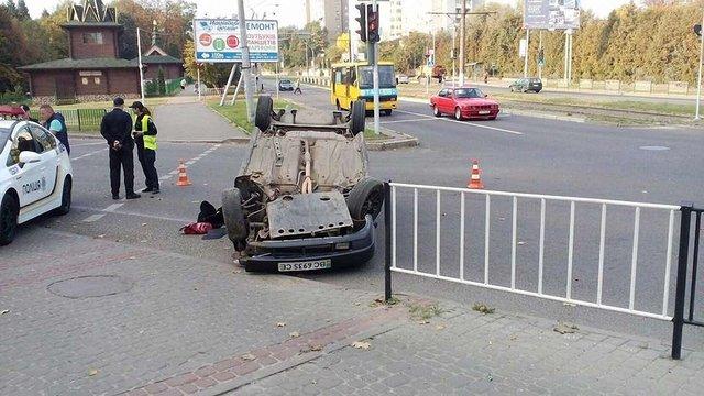 У Львові в ДТП перекинувся автомобіль нетверезого водія