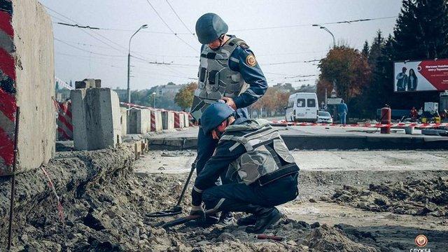 У центрі Тернополя під час ремонту дамби виявили артснаряд часів Другої світової війни