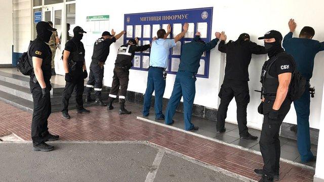 СБУ зловила митників МП «Тиса» на хабарі і вилучила «чорну касу» зміни