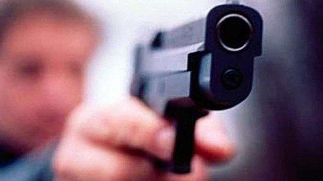 У Києві невідомі, погрожуючи пістолетом, викрали у чоловіка ₴800 тис.