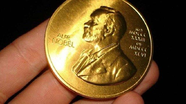 Нобелівську премію з фізики присудили одразу трьом вченим