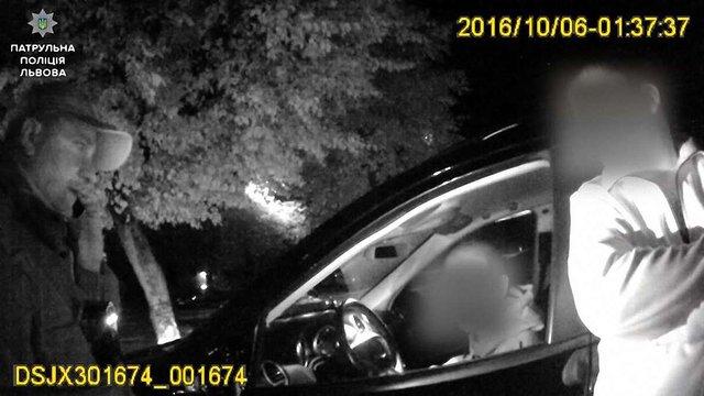 У Львові п'яний водій Mercedes'а помінявся місцем з нетверезим пасажиром