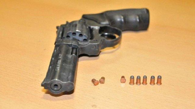 Польські митники вилучили в українця зброю, яку він перевіз через пункт пропуску на Львівщині