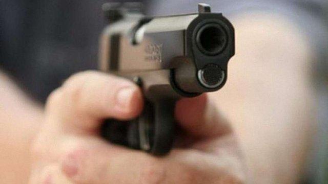 У Червонограді поліція пострілами зупинила викрадений підлітками автомобіль