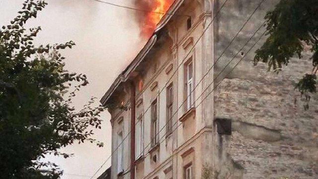 На відновлення згорілого даху будинку на вул. Війтовича виділять ₴220 тис.