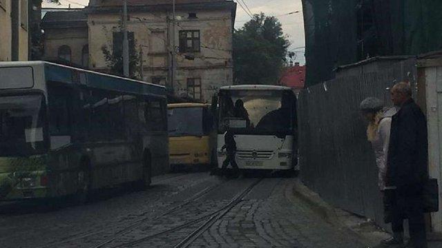 У центрі Львова міський автобус збив 68-річного пішохода