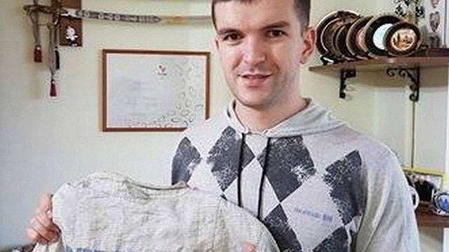 Андрій Ярмоленко купив на аукціоні форму паралімпійського чемпіона зі Львова і повернув її