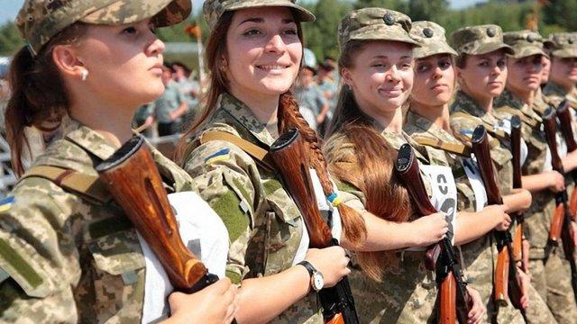 На військову службу за контрактом за останні три місяці прийняли 1006 жінок