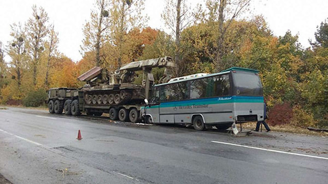 Пасажирський автобус з Івано-Франківська протаранив військовий тягач на Вінничині