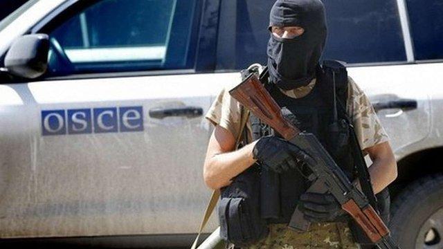 Бойовик «ДНР» прогнав спостерігачів ОБСЄ з шахти біля Донецька, погрожуючи зброєю