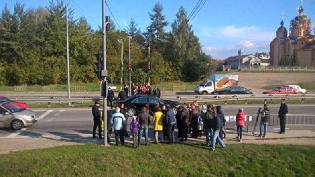 У селі під Львовом протестувальники перекрили трасу Київ – Чоп