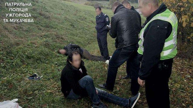 На Закарпатті поліція стріляла в грабіжників, які намагалися переїхати патрульного