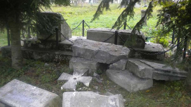 Прихильники «ДНР» зруйнували українське поховання у Польщі