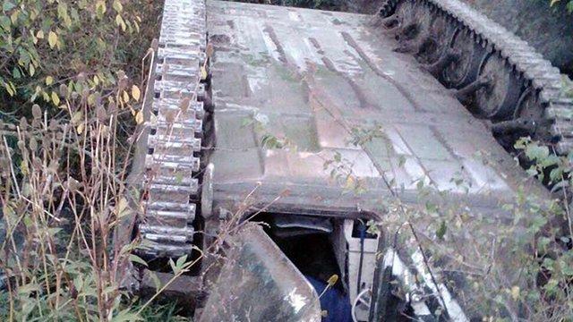 Під час руху військової колони на Львівщині перекинулася бронемашина