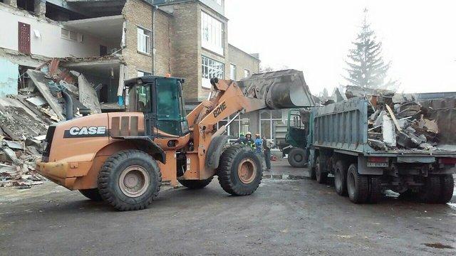 Рятувальники розібрали завали зруйнованої школи у Василькові