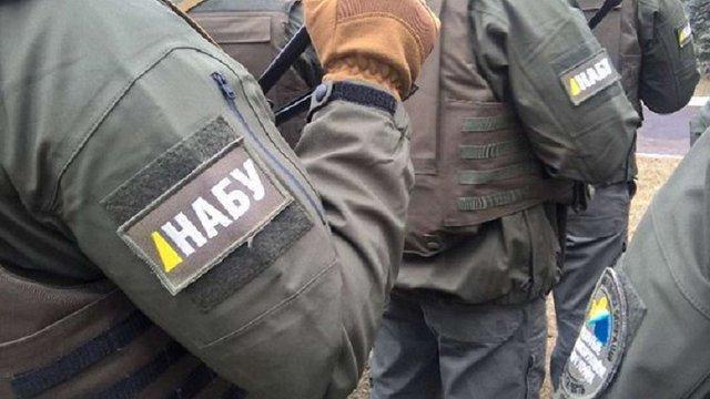 Детективи НАБУ вилучили закордонний паспорт у судді з Дніпра, затриманого на хабарі