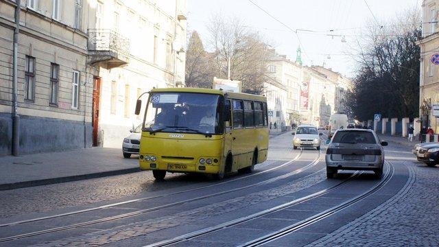 У Львові не вистачає близько 100 водіїв маршруток
