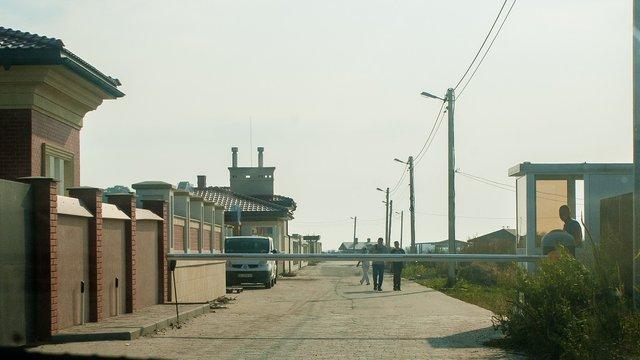 Біля Львова журналісти виявили закрите депутатське поселення