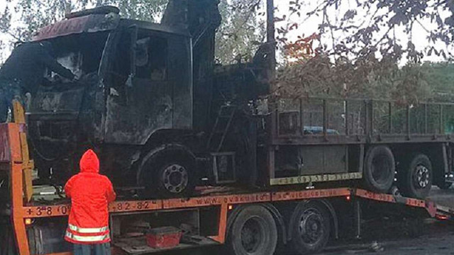 У Києві спалили евакуатор, що забирав незаконні автокав'ярні