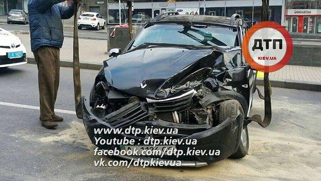 У Мережі з'явилося відео, як дипломат з Азербайджану в центрі Києва протаранив 2 авто