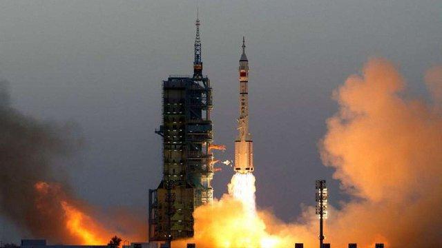 Китай успішно запустив пілотований космічний корабель до своєї космічної лабораторії