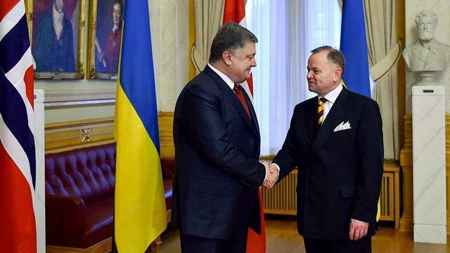 Порошенко обговорив у парламенті Норвегії допомогу для української армії