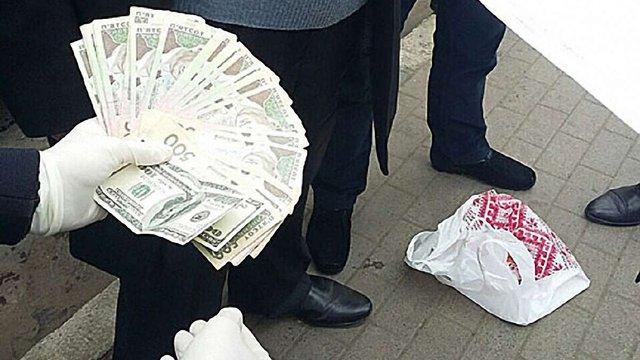 У Львові на хабарі ₴20 тис. затримали працівника Держпродспоживслужби