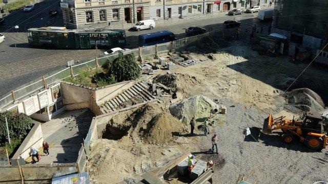 На площі Митній відремонтують сходи підземного переходу