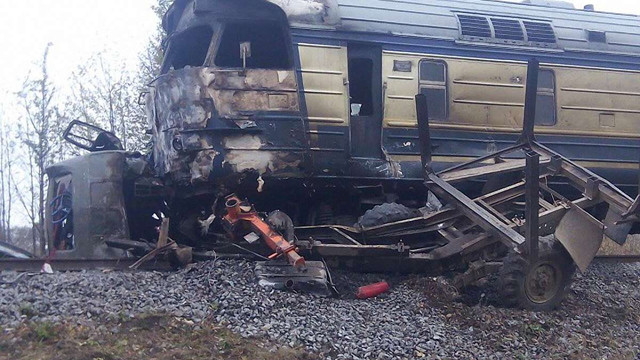 Внаслідок зіткнення поїзда з вантажівкою на Вінниччині загинуло троє людей