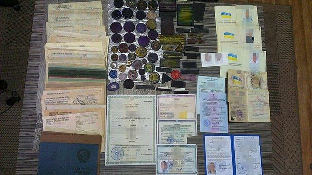 СБУ викрила злочинну групу, яка підробляла офіційні документи для бойовиків «ДНР»