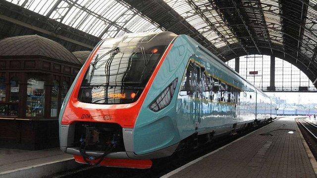 Кількість рейсів експрес-поїзду «Львів-Чернівці-Львів» не скорочуватимуть