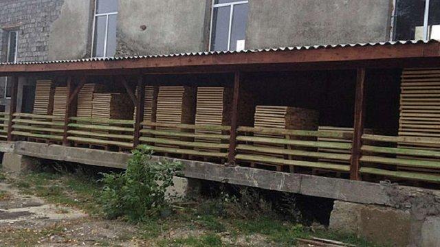 На Тернопільщині викрили заступника начальника лісгоспу за незаконну схему експорту лісу