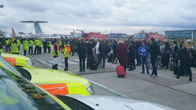 З аеропорту Лондона евакуювали усіх пасажирів та персонал, є постраждалі
