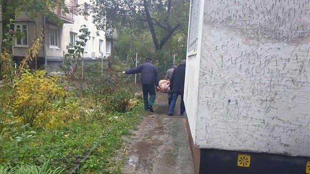 На Новому Львові біля будинків виявили тіло 60-річного чоловіка