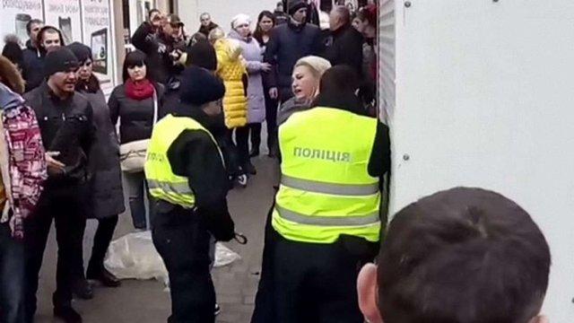 В Івано-Франківську порушник використав поліцейський газовий балончик проти патрульного