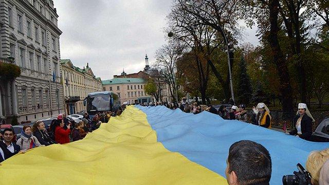 Львовом пройшла піша хода зі 150-метровим українським прапором