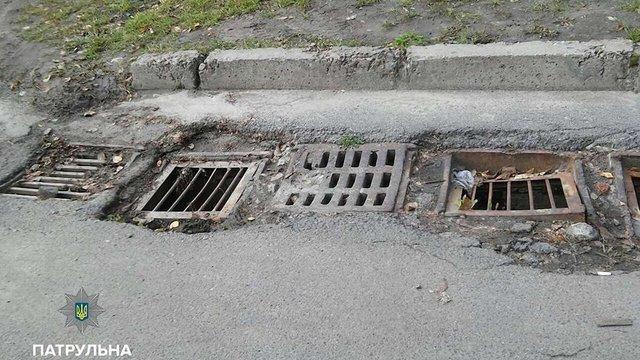 У Львові критична ситуація з люками і дощоприймачами, – патрульна поліція